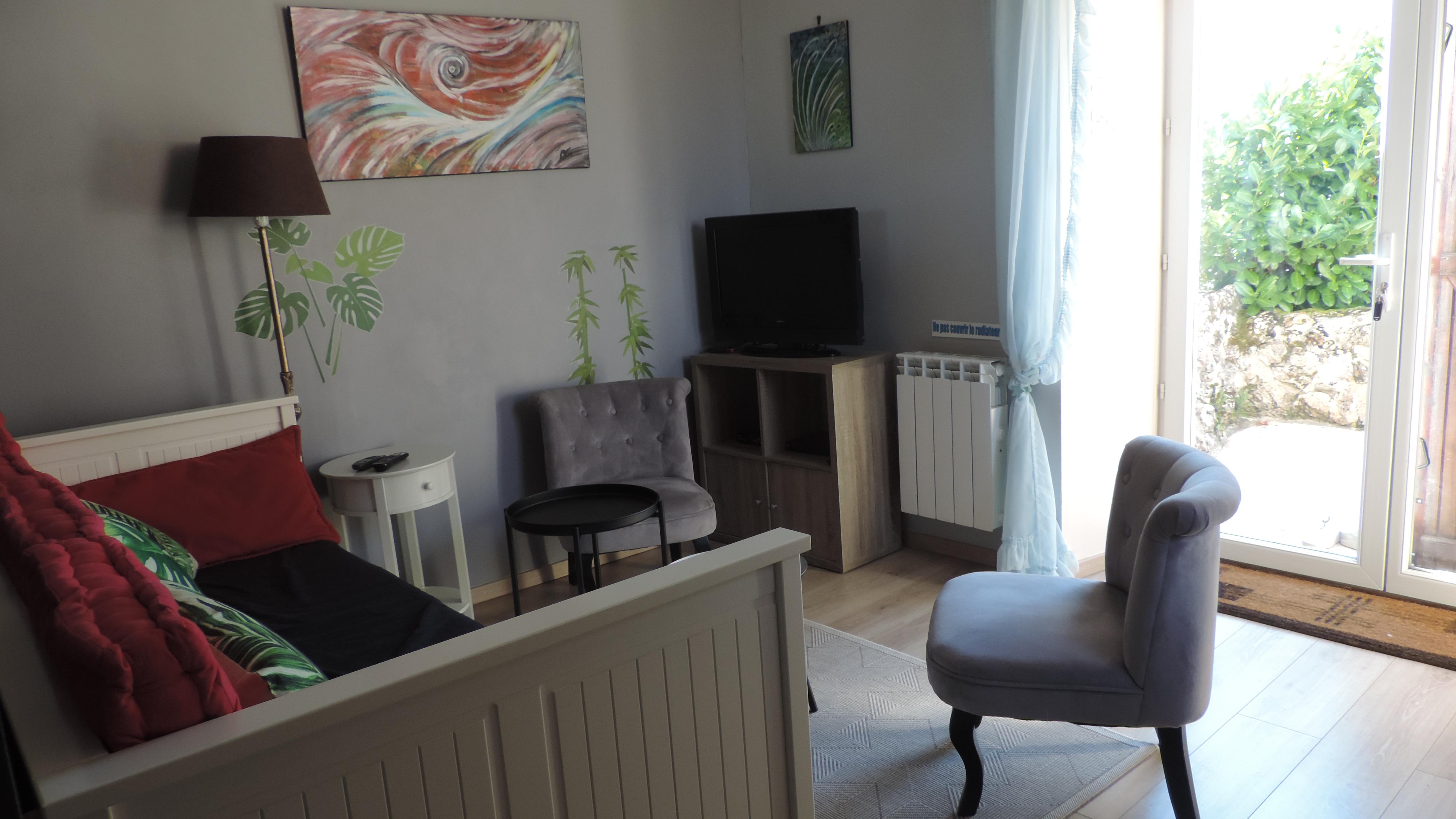 Un salon télé cosy et fauteuils - Mas De Cascabel